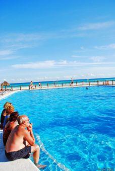 Riviera pool, Mexico