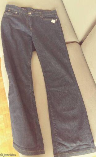 Zero Waste = second-hand pants, Paris, France