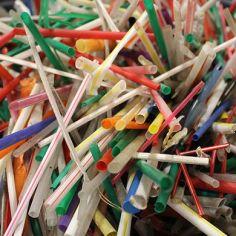 straw pollution (photo credit @lasucks.org)