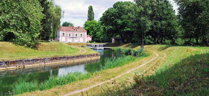Canal de l'Ourcq: Mareuil-sur-Ourcq - La Ferté-Milon, France